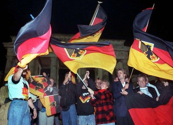 Немцы назвали Горбачева и хилую экономику причинами краха ГДР